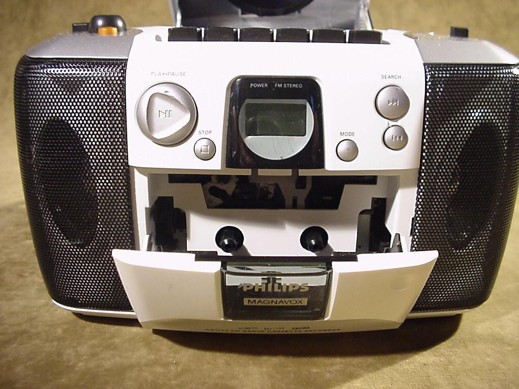 rare philips magnavox az1102 am fm radio cd cassette. Black Bedroom Furniture Sets. Home Design Ideas